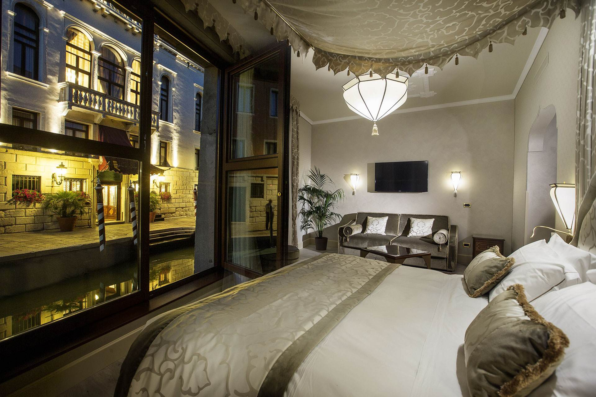 Venice hotel near ghetto hotel ai mori d oriente for Design boutique hotel venice